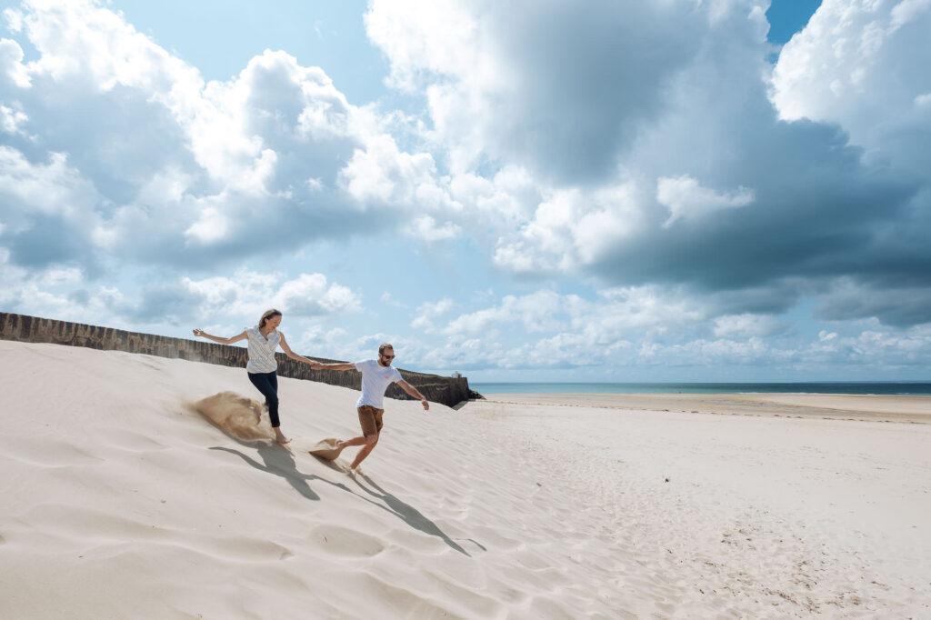 séance photo engagement à la plage